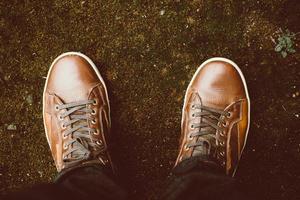 zapatos de cuero marrón foto
