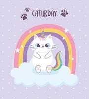lindo gato con cuerno arco iris sentado en la nube personaje de dibujos animados animal divertido