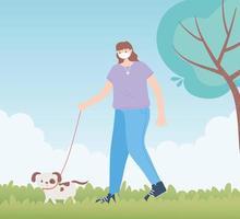 personas con mascarilla médica, mujer caminando con perro mascota, actividad de la ciudad durante el coronavirus vector