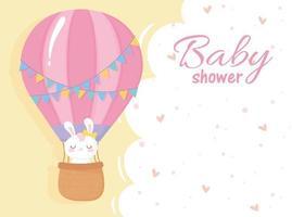 baby shower, conejo blanco en globo de aire bienvenida tarjeta de celebración recién nacida vector