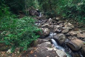 paisaje en el parque nacional de la cascada khao chamao