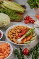 pollo crujiente y verduras foto