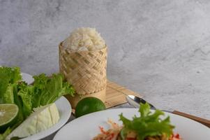 Thai papaya salad and ingredients