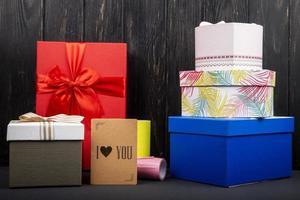 tarjeta de regalo con cajas de regalo foto