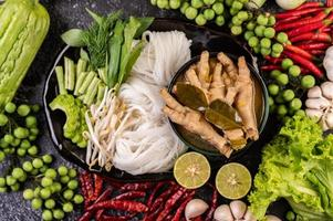 Rice noodles and chicken feet dish photo