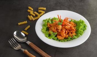 Stir-fried tomato macaroni