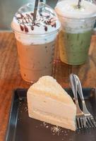 Frozen coffees with cake