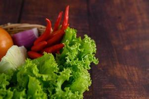 verduras en una canasta de mimbre