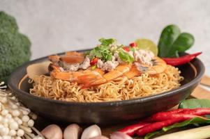 Instant noodles stir-fried with shrimp and pork