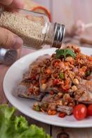 Spicy pork minced with tomatoes