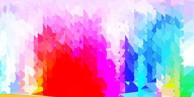 Fondo de triángulo abstracto de vector multicolor claro.