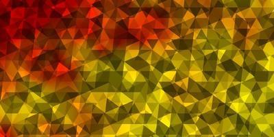 Telón de fondo de vector amarillo claro con líneas, triángulos.