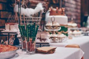 postres navideños en una mesa