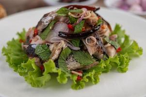 Deep-fried mackerel topped with pepper and mint