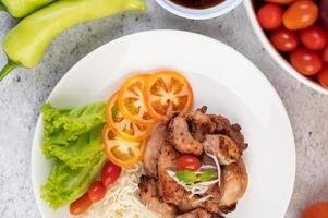 Grilled pork cutlet with tomatoes and salad