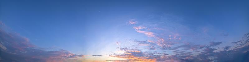 el cielo al atardecer
