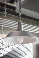 lámpara de metal industrial