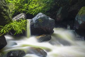 Cascada de Nang Rong en Tailandia foto