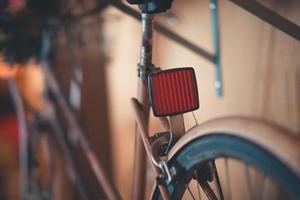 primer plano, de, un, reflector, en, un, bicicleta foto