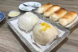 Steamed buns and pigs in a blanket