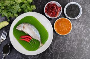 Mackerel fish with rice noodles and vegetables