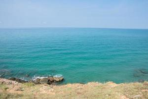 vista panorámica del mar en verano foto