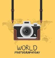 cámara vintage en el estuche con mapa del mundo y letras vector