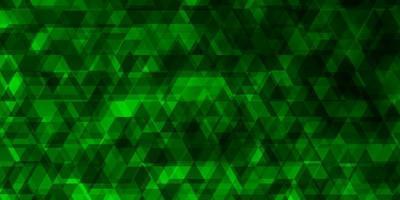 plantilla de vector verde claro con líneas, triángulos.