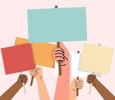 manos sosteniendo tableros vacíos para protestar vector
