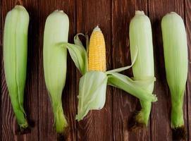 vista superior de mazorcas de maíz