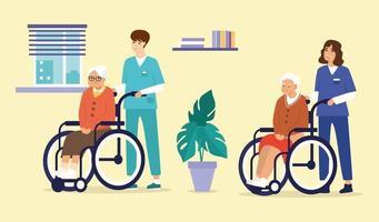 Asistente de atención médica y enfermeras con ancianas discapacitadas en silla de ruedas.