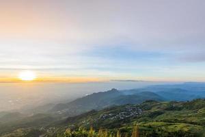 paisaje en phu tubberk en tailandia foto