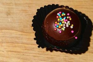 primer plano de tortas de taza de chocolate foto