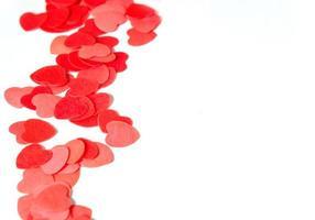 corazones de papel rojo