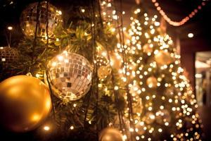 árbol de navidad, adornos y luces
