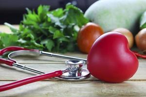 concepto de corazón sano con estetoscopio