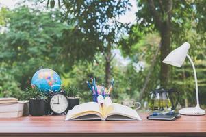 escritorio con fondo de naturaleza foto