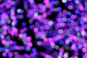 luces desenfocadas moradas y azules