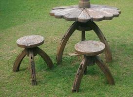 tailandia, 2020 - sillas y mesa de piedra foto