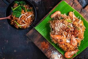 Fried noodles on banana leaf