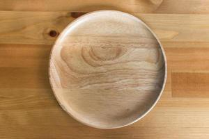 placa de madera en la mesa de madera