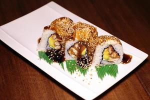 Sesame sushi rolls