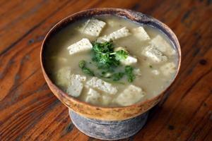 Mote de queso in a bowl photo