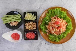 Thai papaya salad with yard long beans and garlic