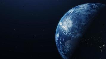 blaue Planetenerde, die sich langsam auf dunklem Hintergrund bewegt