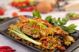plato de curry salteado de cangrejo