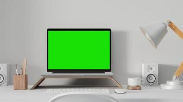 portátil en la mesa de trabajo con pantalla verde