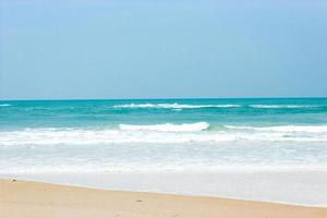 olas del mar en una playa