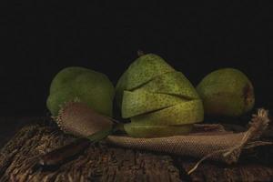 Sliced green pears