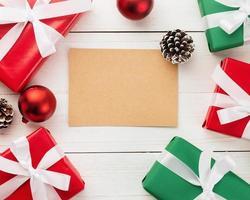 maqueta de tarjeta de felicitación navideña kraft